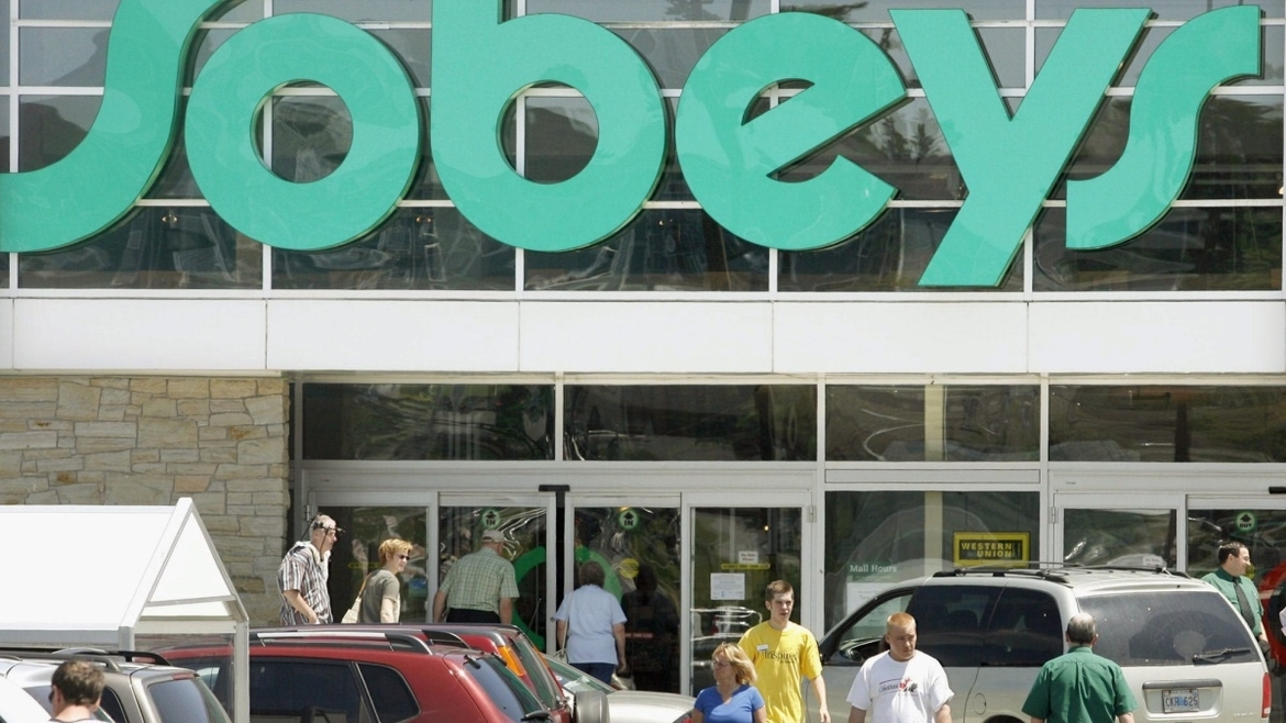 HALIFAX OUT, ONLINE OUT FILE -- Residents of Bedford, N.S. shop at a local supermarket Sunday June 18, 2006. Canadian shoppers will soon be able to rack up reward miles after the loyalty card program operator Groupe Aeroplan Inc.Thursday announced a multi-year deal with supermarket giant Sobeys. THE CANADIAN  PRESS/Halifax Chronicle Herald-Ingrid Bulmer